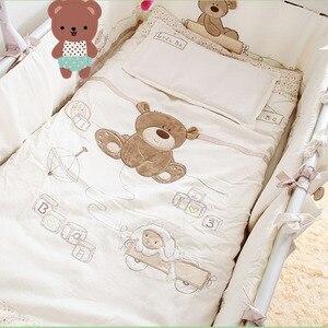 Image 2 - 9 個綿ベビーベッド寝具セット新生児漫画クマのベビーベッドの寝具着脱式キルト枕バンパーシートベビーベッドリネン 4 サイズ