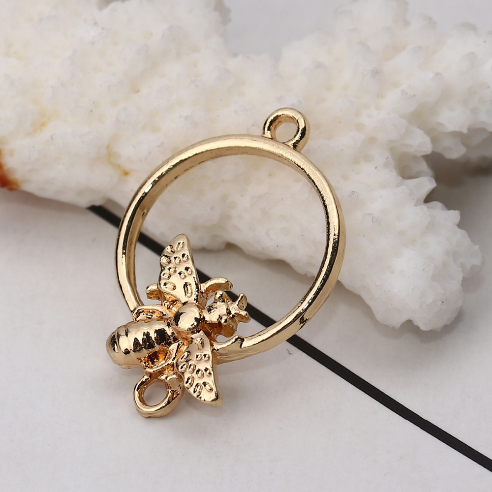 """DoreenBeads Zinc Based Alloy Connectors Circle Ring Gold Color Bee Insect Jewelry Accessories 26mm(1"""") x 18mm( 6/8""""), 10 PCs"""