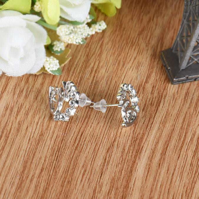 Offres spéciales nouveau Design cristal strass boucles d'oreilles Sexy dames élégant amour oreille Stud nouvelles femmes bijoux porter accessoires cadeau