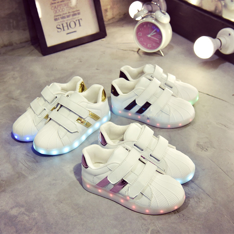 Children Glowing Sneakers 2018 New Spring Boys Sports Sneakers Girls Casual White Shoes Luminous LED Shoes