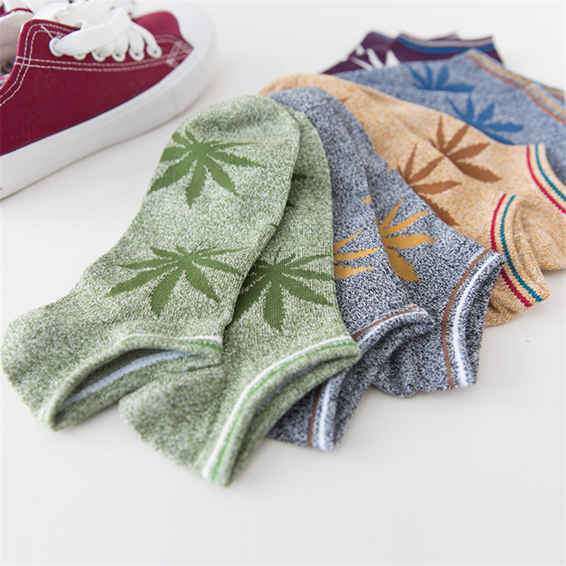 New Arrival Men Socks Fashion College Style Cotton Socks Classic Maple Leaves 5 Colors For Choose
