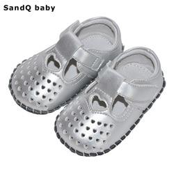 طفل الفتيات أحذية 2019 جديد بولي PU على شكل قلب الأولى مشوا الجوف خارج لينة وحيد سرير الرضع حذاء T-تعادل حذاء طفل صغير للفتيات