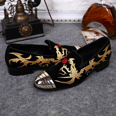 Primavera y otoño nuevos productos calzado para hombre cabeza redonda coreana ocasional de los hombres Oxford Zapatos cuero oro bordado citas Zapatos