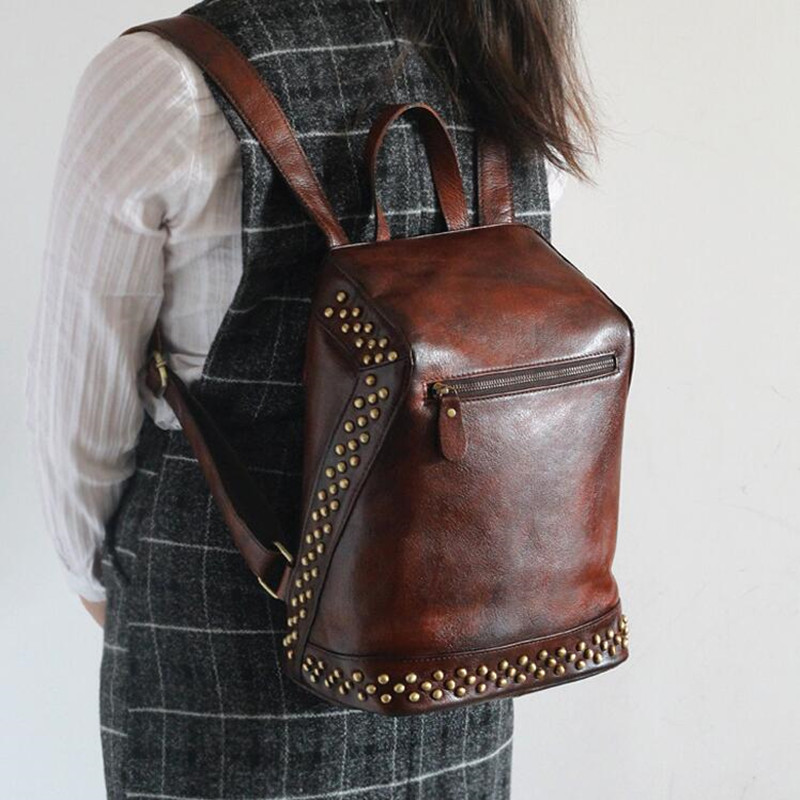 2017 Women 100% Genuine Vegetable Tanned Leather Backpacks Women Genuine Leather Vintage Backpack Female Fashion Rivet Backpack