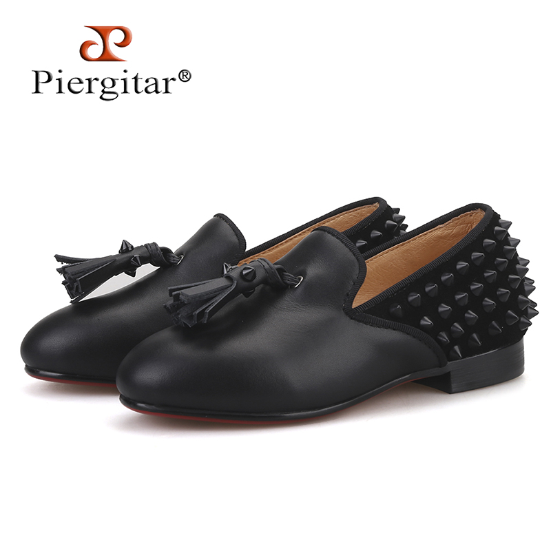 Piergitar 2019 new Parent child style handmade children s loafers with tassel and spikes designs Party