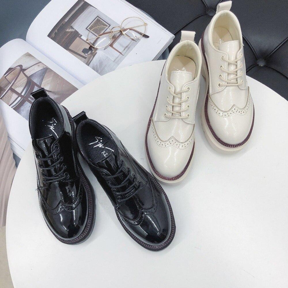 2ec5ac76318e2f Nouveau Oxford Pompes Cuir Beige Femmes beige Verni Plate Style Casual  Britannique Printemps Mode Chaussures Robe 2019 noir ...