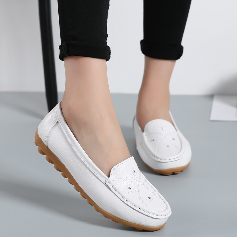 2018 Spring Autumn Shoes Woman Crystal Flats Women Round Toe Slip On Women's Loafers Female Moccasins Casual Shoes Large Size beyarne spring summer women moccasins slip on women flats vintage shoes large size womens shoes flat pointed toe ladies shoes
