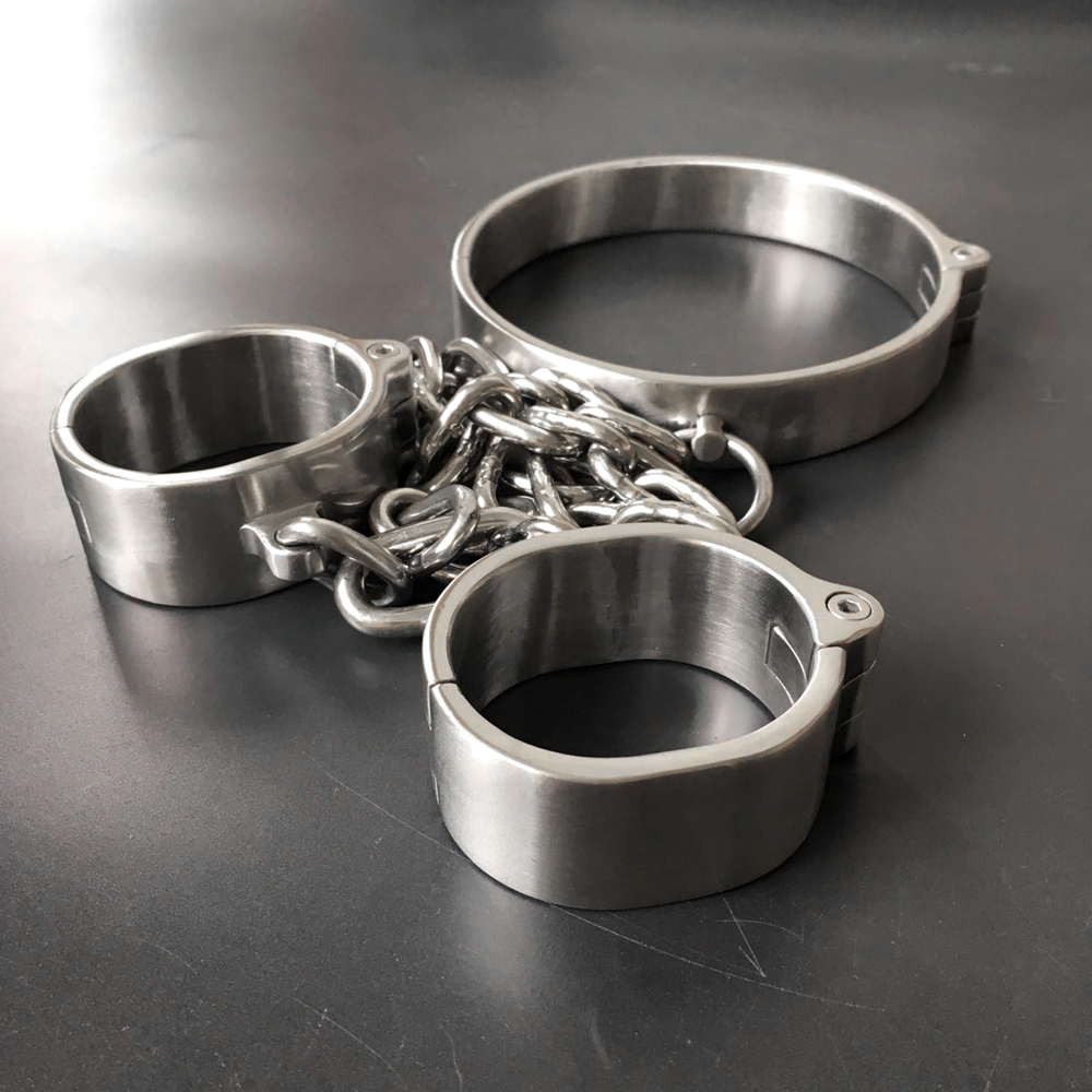 Black emperor brand handcuffs, collar, stainless steel  screws open, new style, adult toys.Black emperor brand handcuffs, collar, stainless steel  screws open, new style, adult toys.