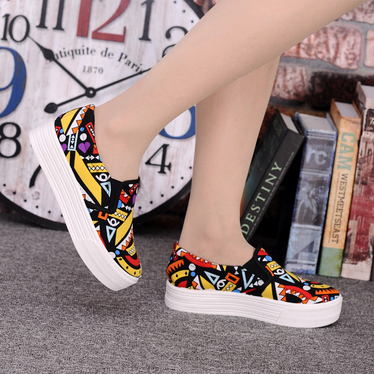 Canvas Shoes Women Girl 2016 New Footwear Female Slip On Platform Casual Shoes Flatform Autumn Graffiti Round Toe Loafers Flats (12)