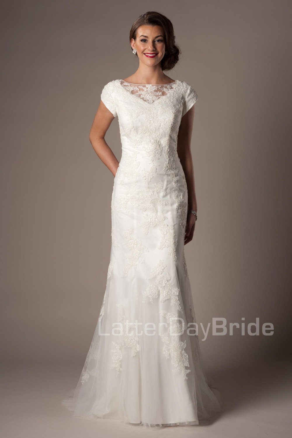 2019 New Cheap Modest  Ivory Mermaid Wedding Dress With Sleeves Long Floor Length Cap Sleeves Lace Bridal Gowns Modest