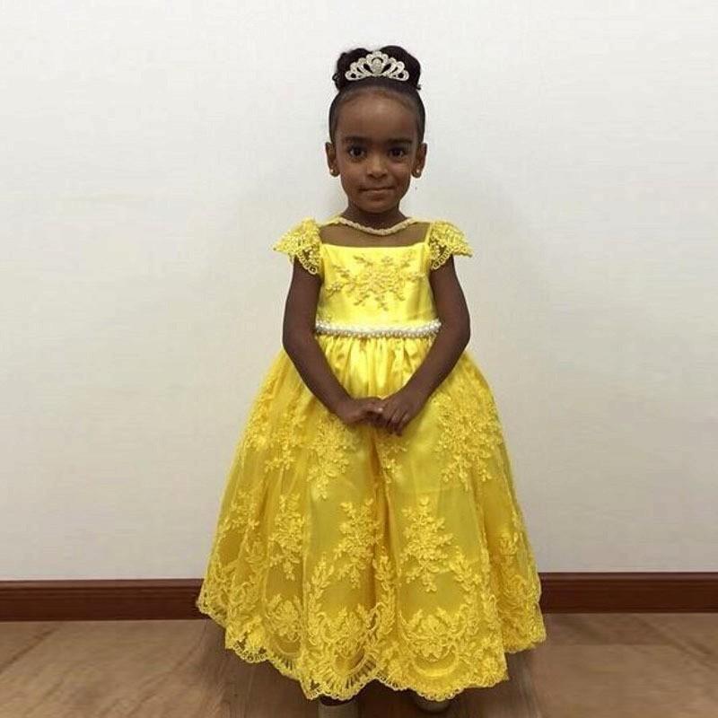 Belle dentelle jaune Applique fleur fille robes Cap manches perles perles perles Bowknot retour robe de bal pour fête de mariage reconstitution historique