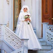 Long Sleeve Muslim Wedding Gowns With Hijab Veil 2017 Beaded Lace Embroidered Robe de Mariage Gelinlik Ball Gown Wedding Dresses