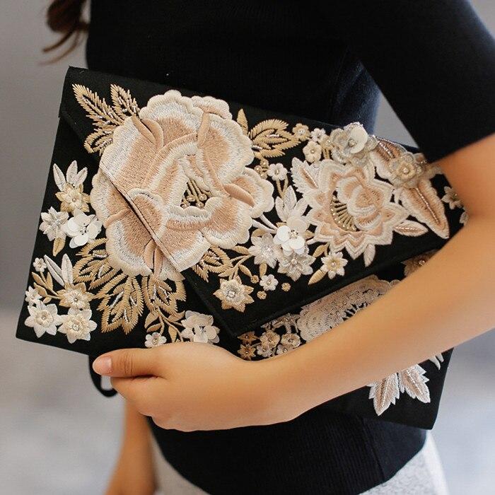 Hand bag retro female female bag envelope bag handbag exquisite embroidery embroidery handbag new female personality retro wild embroidery female packet 2018