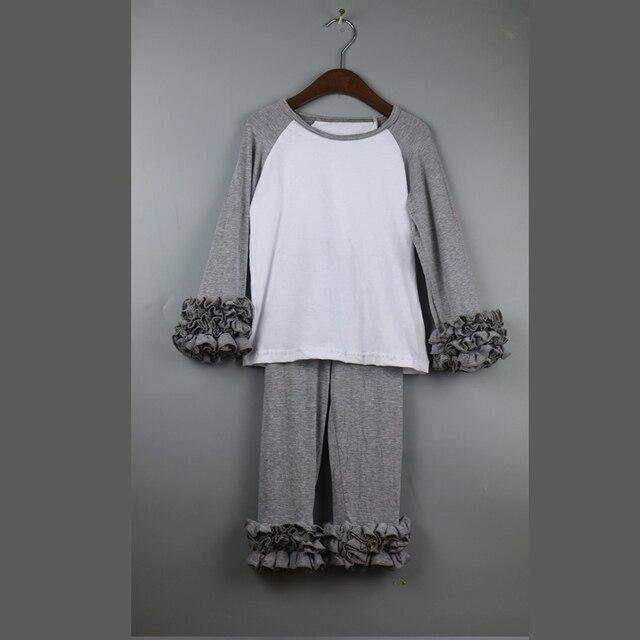 Гофрированные реглан рубашки и брюки устанавливает девушка долго рябить комплект одежды осень обледенения девушки наряд