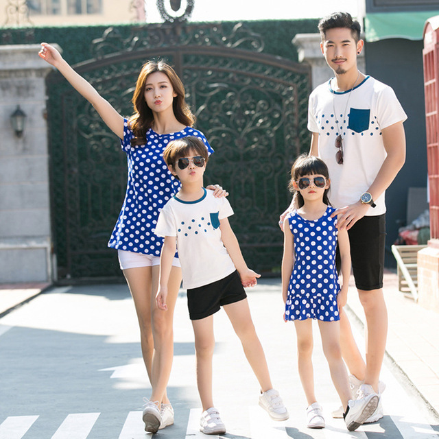 c86a90d9bc02c US $11.04 15% OFF| 2017 New Family Matching Outfits Mom/Dad/Baby Polka Dot  design Short Sleeve Cotton T shirts Summer Family Clothing sets-in Matching  ...