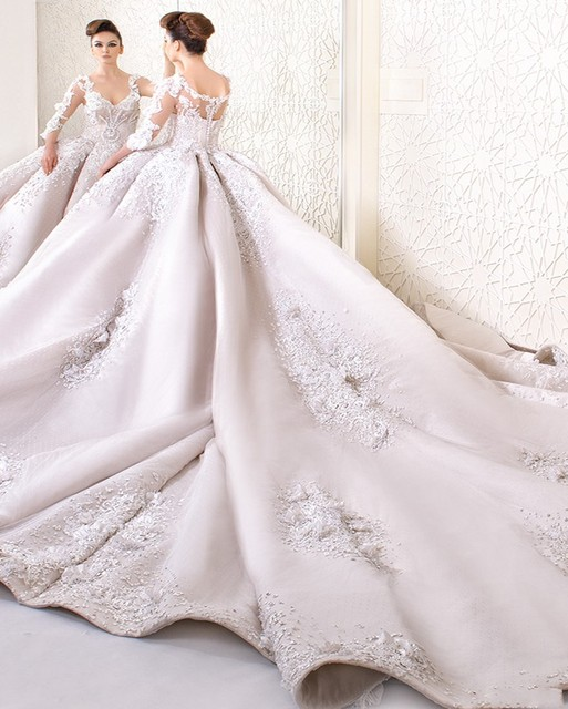 Luxury Lace Ball Gown Wedding Dress 2017 Fashion V Neck Long Sleeve Cathedral Train Gowns