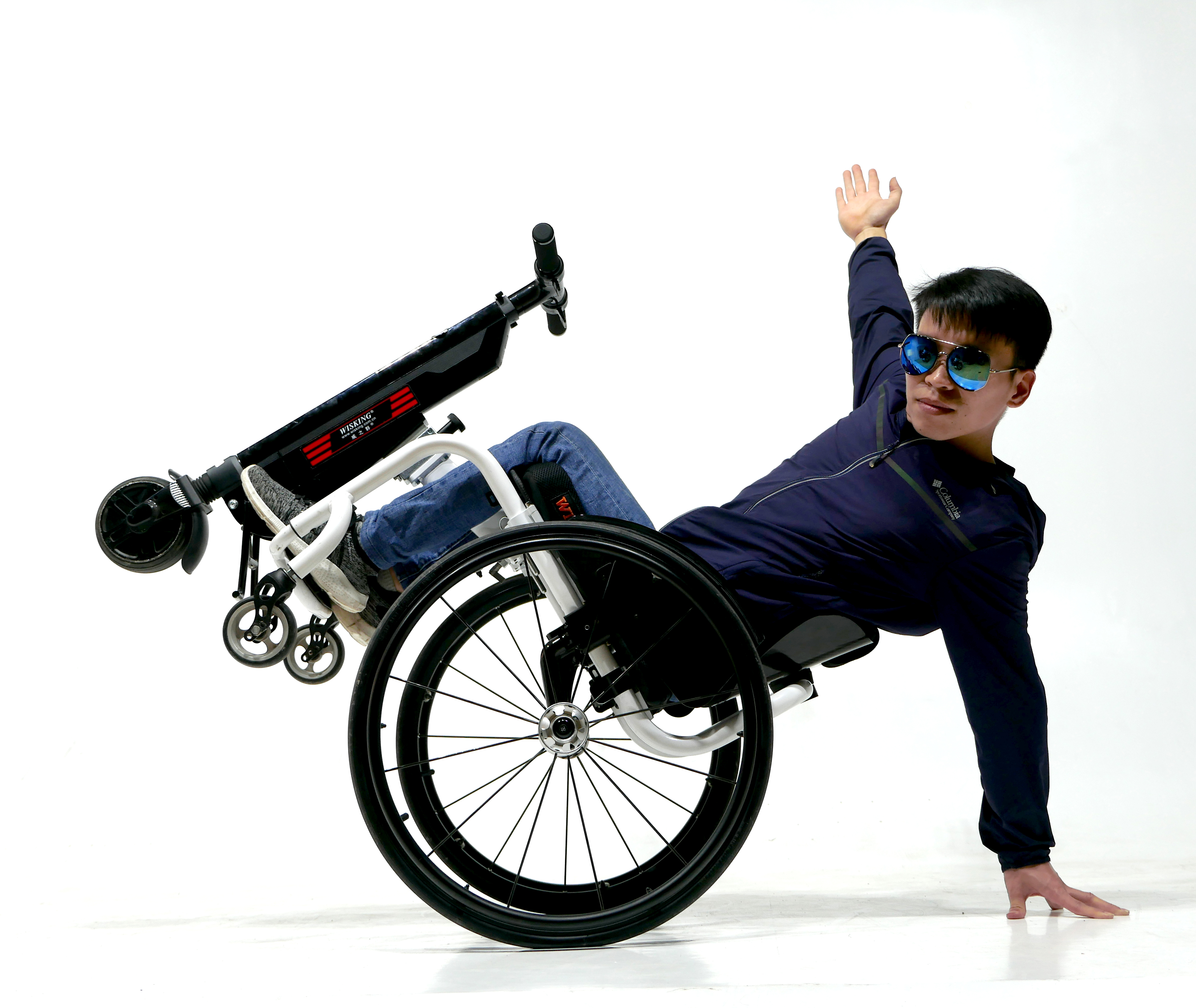 2019 New fashion gift power carry travel foldable lightweight electric automatic wheelchair handbike for disabled