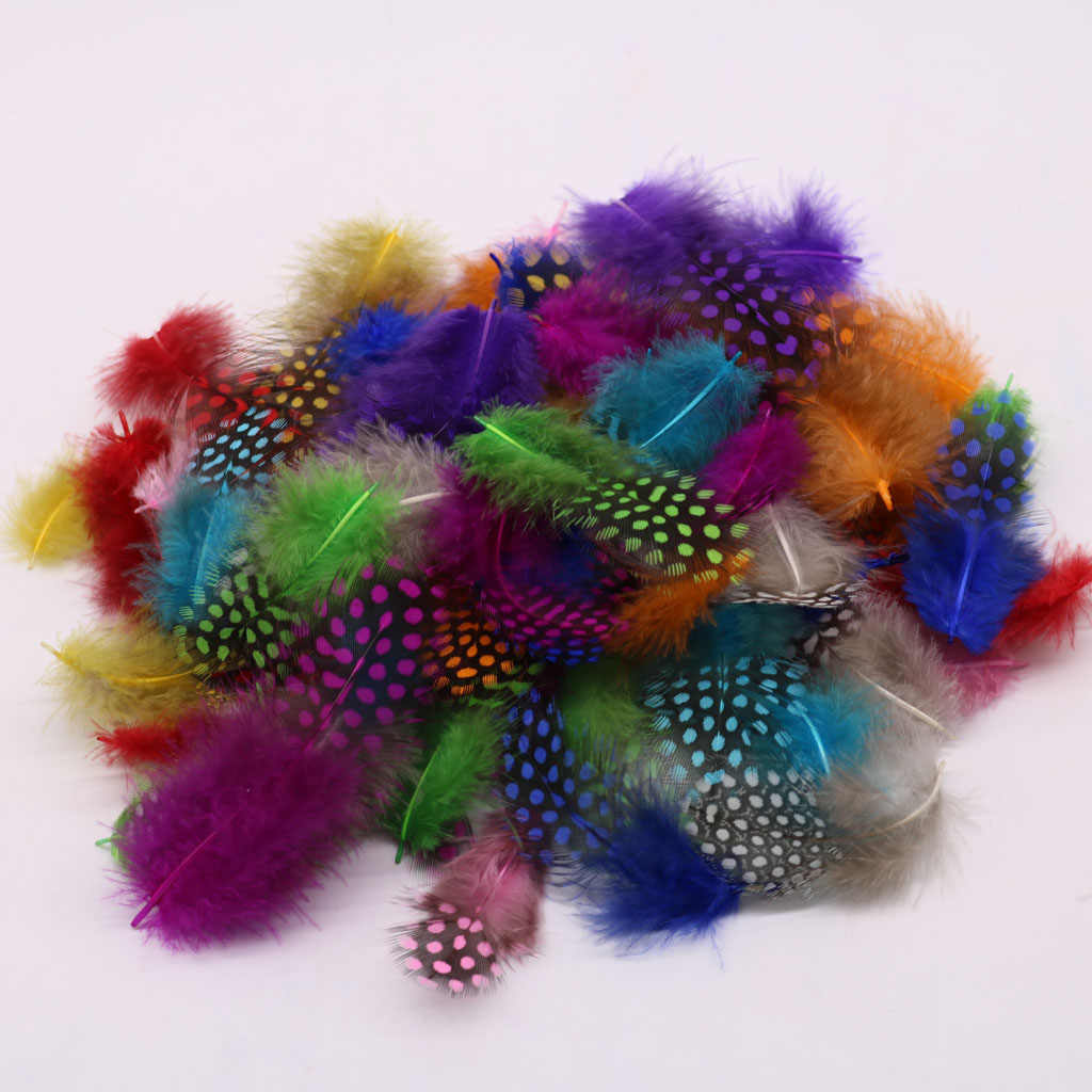 Decorativo 50 pçs cor misturada guiné galinha penas diy artesanato pontos pena para vestuário vestido de casamento jean costura acessórios