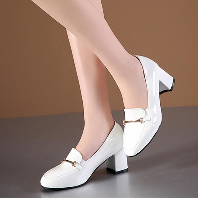 Promoções de venda 2017 Novas Mulheres De Couro De Salto Alto Bombas Dedo Do Pé Quadrado Sapatos de Salto Grosso do Sexo Feminino Casual Escritório Senhoras Sapatos de Noiva