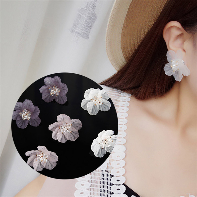<font><b>2019</b></font> Handmade Transparent Resin Crystal <font><b>Flowers</b></font> Big stud <font><b>Earrings</b></font> <font><b>for</b></font> <font><b>women</b></font> Fashion Petal <font><b>Statement</b></font> <font><b>Earrings</b></font> <font><b>For</b></font> Holiday Jewelry image