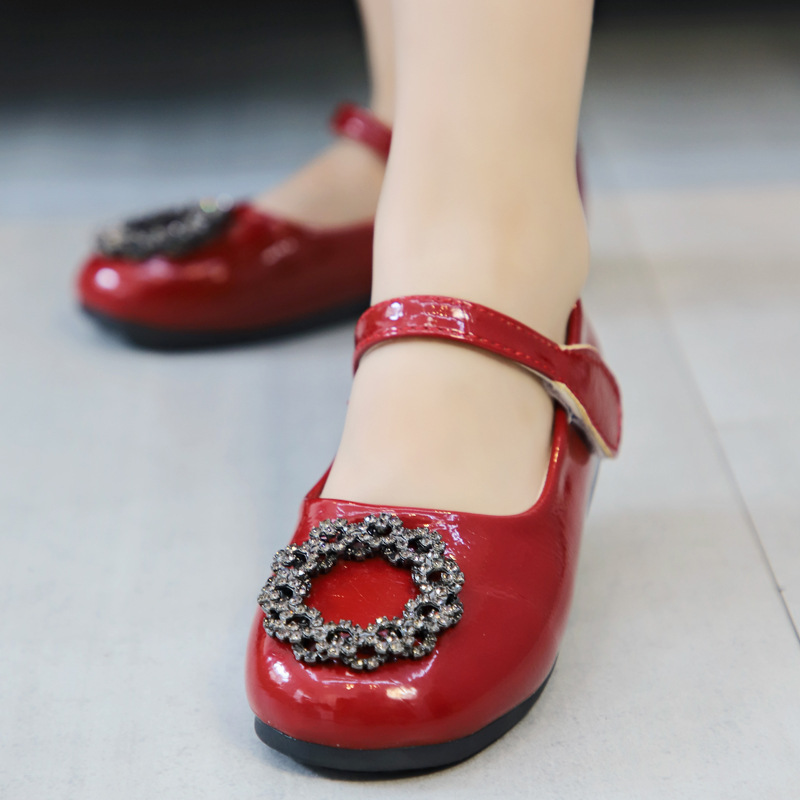 2019 New Girls Sandals Kids Leather Girl Shoes Children Pu Leisure Sneakers Hot Girls Princess Red Wine Dance Shoes in Sandals from Mother Kids