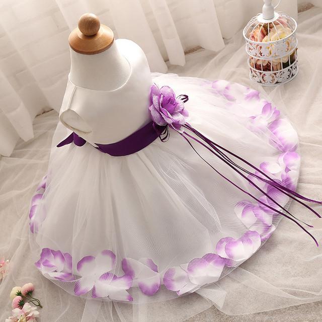 Nova Moda Da Pétala Da Flor Festa de Aniversário Do Bebê Vestido Da Menina Roupas Vestido Sem Mangas Da Criança Recém-nascidos Camada de Renda Vestidos de Festa