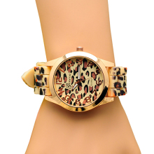 Hot Sales Popular Fashion Design classic leopard print ladies quartz watch women men Silicone dress watches  5V73