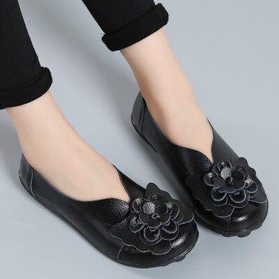5e46ab2e5a Venda quente Mulher Sapatos Baixos Fundo Macio Sapatos Femininos 2017  Sapatos de Couro Genuíno Das Mulheres Casuais flor sapato mãe Calçados  Femininos Flats ...