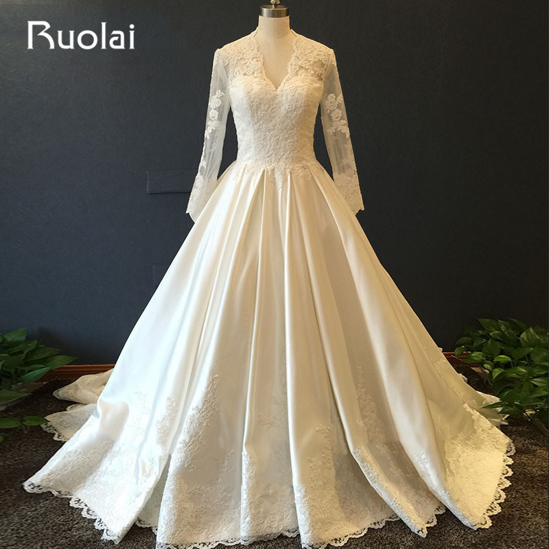 Real Photo V-Cổ A-Line Long Sleeves Satin Top Ren Appliques Tulle Wedding Dresses Nút Trở Lại với Train Bridal Gown ASAF36