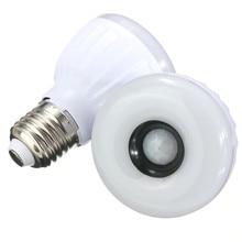 Sensor de Luz E27 LLEVÓ el Bulbo 5 W 25 unids 3528SMD de Infrarrojos PIR Detector de Movimiento Del Sensor LED de La Lámpara Blanco Caliente Blanco iluminación AC220-240V