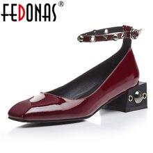 136e477562 FEDONAS 2018 Mulheres Bombas Casamento Sapatos Mulher Saltos Baixos Nuas  Rebites Sapatos De Couro Genuíno Sexy