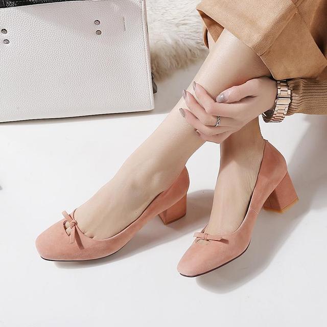 2017 ovelhas camurça bowtie New hot marca de moda primavera sapatos quadrados jovem med saltos do dedo do pé das mulheres bombas senhora do escritório do partido handmade 39