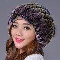 2016 Nova Mulheres Cap Chapéu de Pele De Raposa Cor Listrado Genuine Gorros tampas de Inverno Rex Rabbit Fur Cor Quente Casual e Elegante chapéu