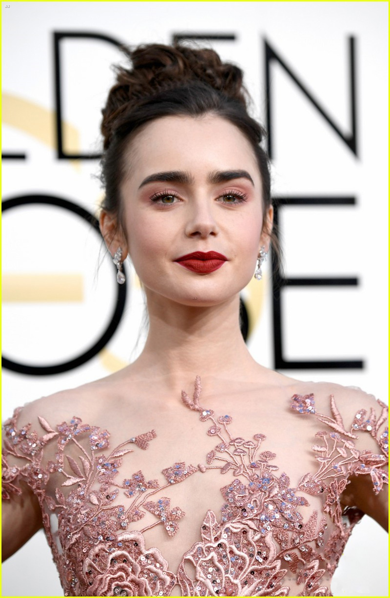 lily-collins-golden-globes-2017-03