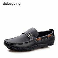 Barato Mocasines de hombre de nuevo estilo zapatos de conducción de cuero de vaca de alta calidad mocasines casuales zapatos planos de hombre deslizantes en zapatos de talla grande 38-47