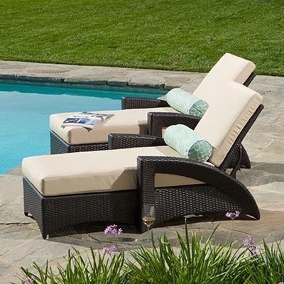 chaise longue classique en rotin confortable coin piscine elegant pour l exterieur