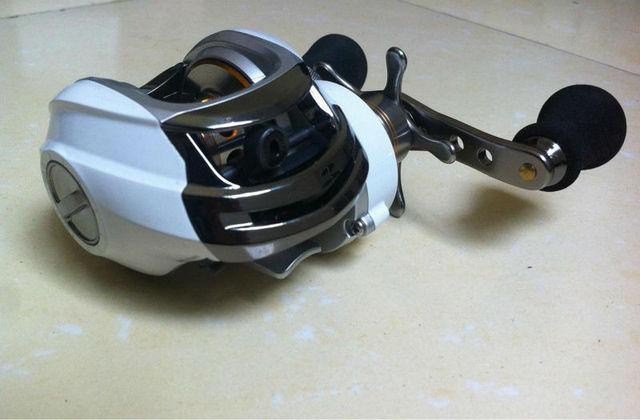 9+1BB left handle white color baitcasting fishing reel DM120LA magnetic brake system