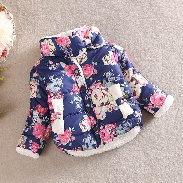 Promociones, 2015 niñas cálido abrigo de Invierno de manga larga bebé prendas de Vestir Exteriores Caliente Abajo Estampado de Flores de Las Muchachas Abrigos Y