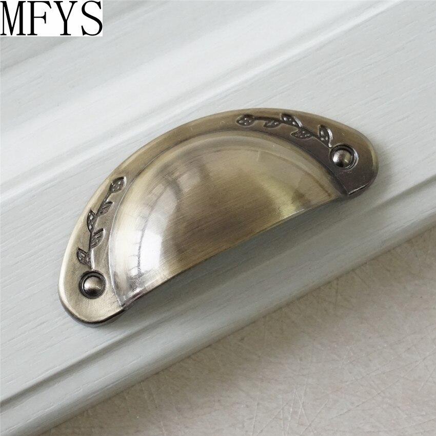 Vintage Style Shell Design Dresser