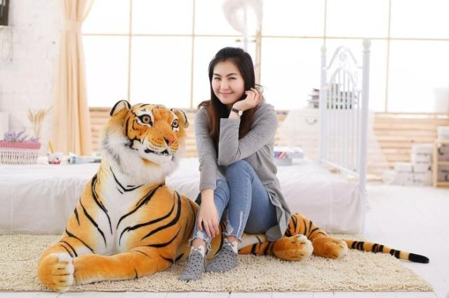 larggest size 170cm simulation tiger yellow or white prone tiger plush toy surprised birthday gift w5490 larggest size 170cm simulation tiger yellow or white prone tiger plush toy surprised birthday gift w5490