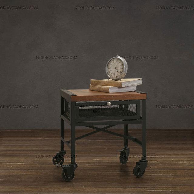 El pueblo de muebles retro, la madera de moda clásica y hierro mesa de té, con ruedas mesita de noche, con cajón