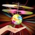 2016 Nueva Fantasía Bola de Vuelo Del Helicóptero Con la Altitud Inducida Sensor Colorido Destello Discoteca Bola de Juguete de Control Remoto Quadrocopter