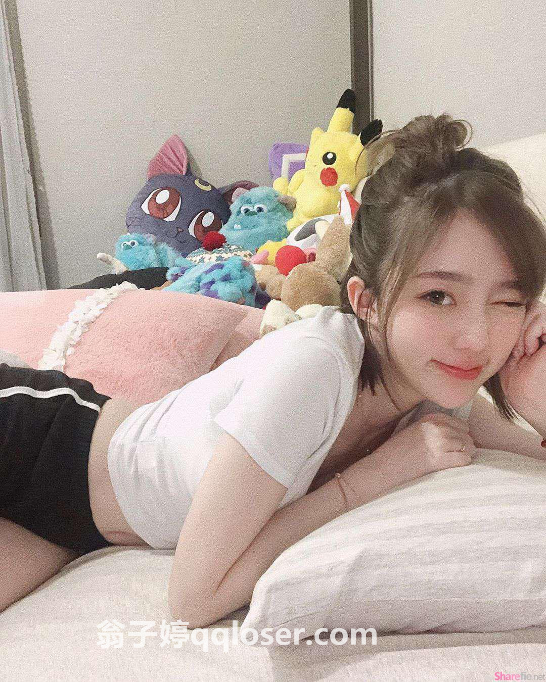 魔竞娱乐旗下艺人妮妮Niniko(翁子婷)运动背心健身,锁骨出卖好身材!