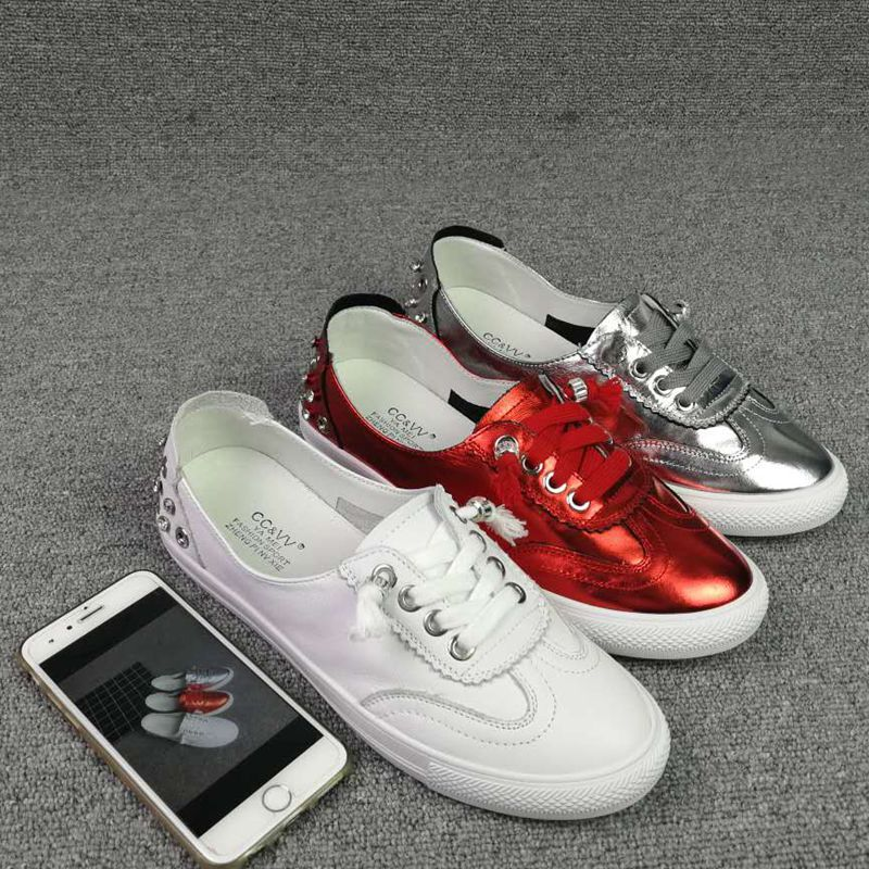 White Leather Shoes Woman Flat Sports Travel Shoes New Round Of Flat Sneaker Diamond Skateboarding Shoes Sneakers W(China)