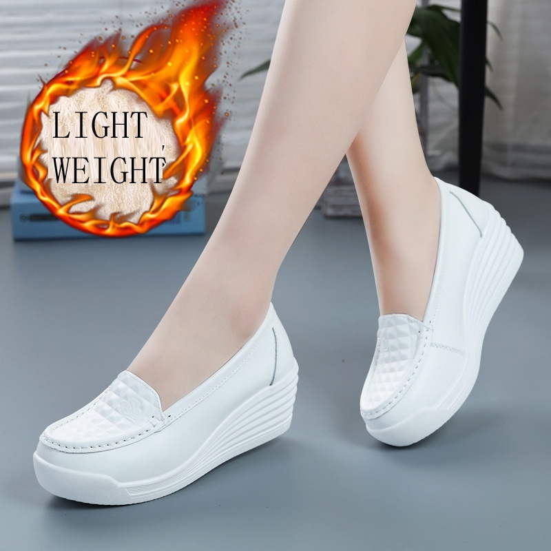 Nurse Shoes Non-slip Lightweight Scrub Shoes Leather Workwear Slip-ons Shoes Medical Shoes for Women image