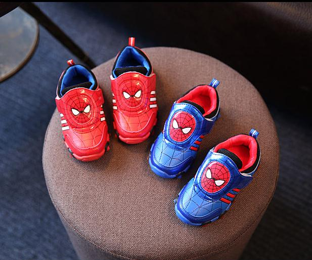 f35df9be2 Zapato de los niños 2016 Nuevo Otoño Superman Intermitente Zapatillas de  Deporte de Moda Para Niños Niño Deporte Zapatos de Marca Para Niños  spiderman en ...