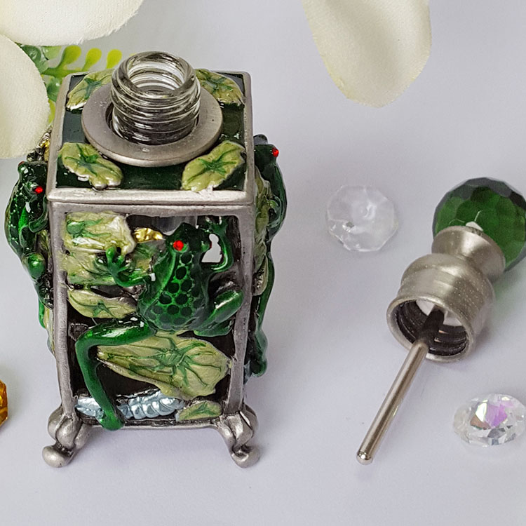10ml Perfume Essential Oil Vintage Empty Refillable Bottle Graven Metal Frog Glass Container Gift Home Decoration#57355 2pcslot 15ml cc hollow out copper color middle east essential bottle for oils perfume empty glass bottle for wedding decor