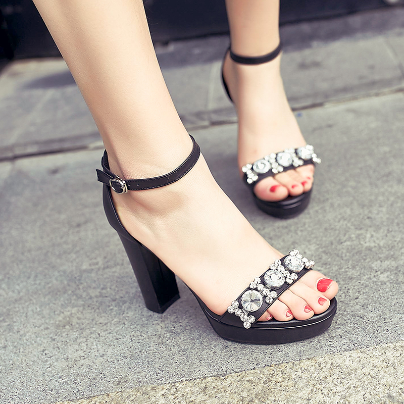 ФОТО High-quality Women Sandals Popular Beading Square Heels Sandals Soft Leather Red Black Shoes Woman US Size 4-8.5