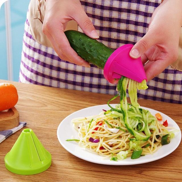 1 pz Gadget Da Cucina dispositivo Tagliuzzato Imbuto Modello A Spirale Affettatr