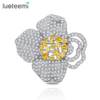 LUOTEEMI Factory wholesale Women Christmas Gift Fashion Alloy Flower Brooches Crystal Jewelry Rhinestone Brooch For Wedding